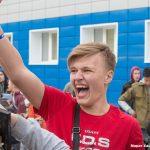 Томские студенты отметили День радио метанием мониторов изокон