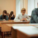 Первые выпускные экзамены повыбору сдали хабаровские школьники